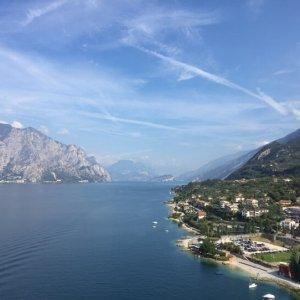 Blick auf den Gardasee Richtung Norden | JN Touristik | Ihr Reisebüro in Strausberg