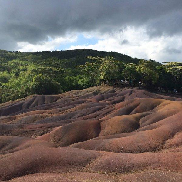 Siebenfarbige Erde Black River | JN Touristik | Ihr Reisebüro in Strausberg