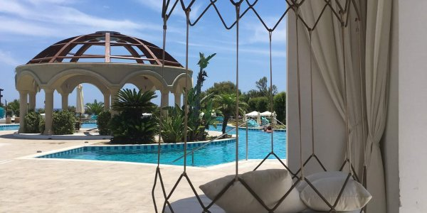 Lounge Pool Lindian Village | JN Touristik | Ihr Reisebüro in Strausberg